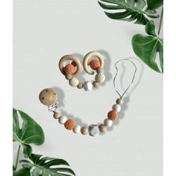 Attache tétine bois et orange et son anneau